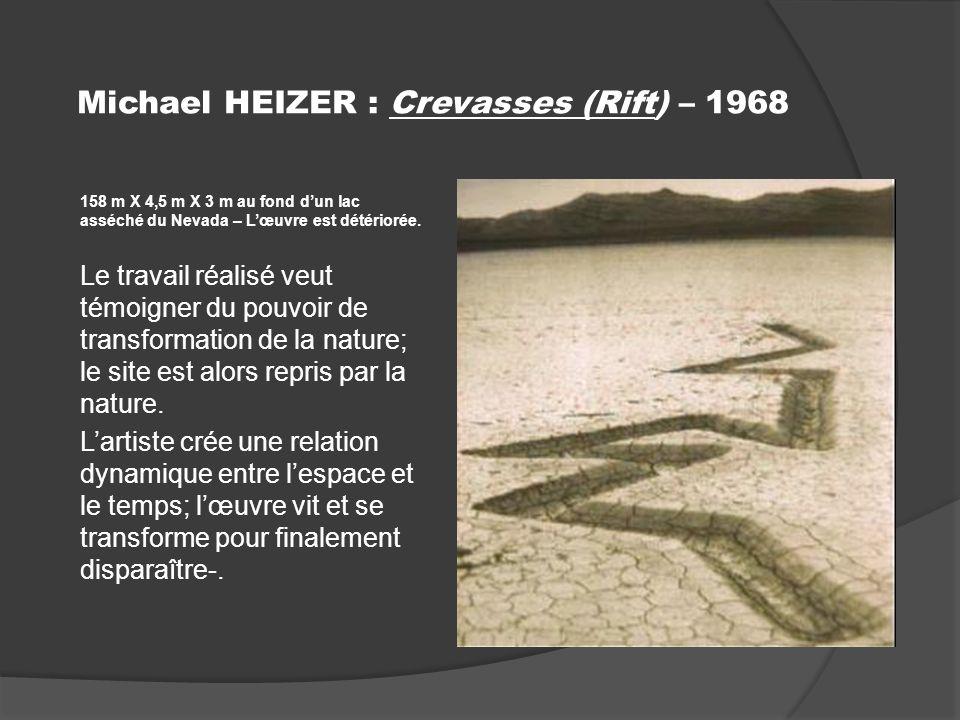 Michael HEIZER : Crevasses (Rift) – 1968 158 m X 4,5 m X 3 m au fond dun lac asséché du Nevada – Lœuvre est détériorée.