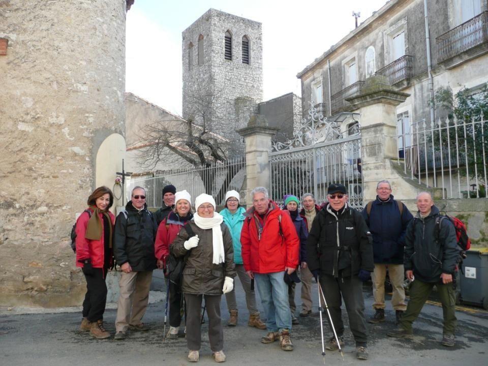 Causses et Veyran est un assez gros village des garrigues biterroises tassé autour de son centre ancien, qui conserve des maisons du 15 e et du 17 e s