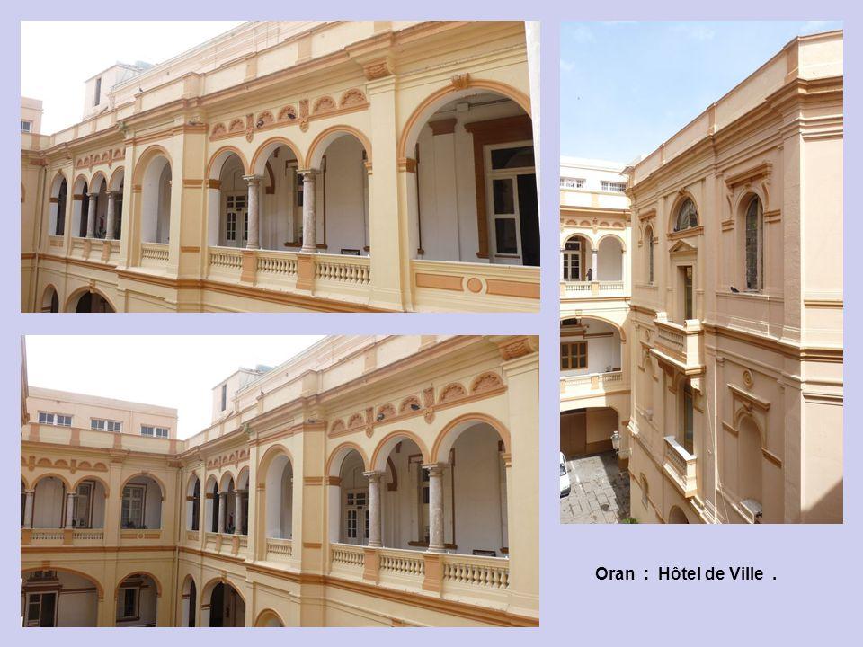 Oran : Hôtel de Ville : Les Escaliers.