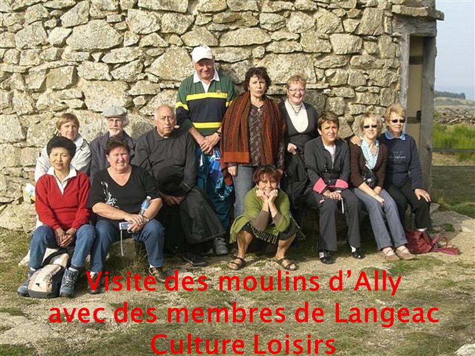 Visite des moulins dAlly avec des membres de Langeac Culture Loisirs