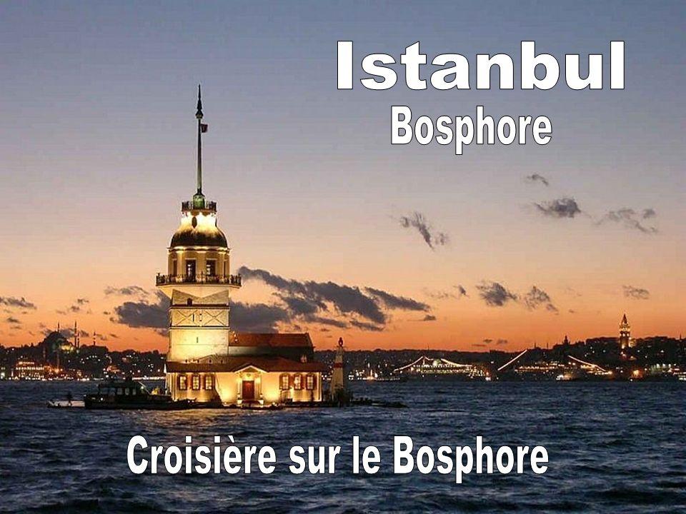 Si nous regardons depuis la forteresse de Anadolu Kavağı sud, nous pouvons voir la dernière section du détroit du Bosphore.