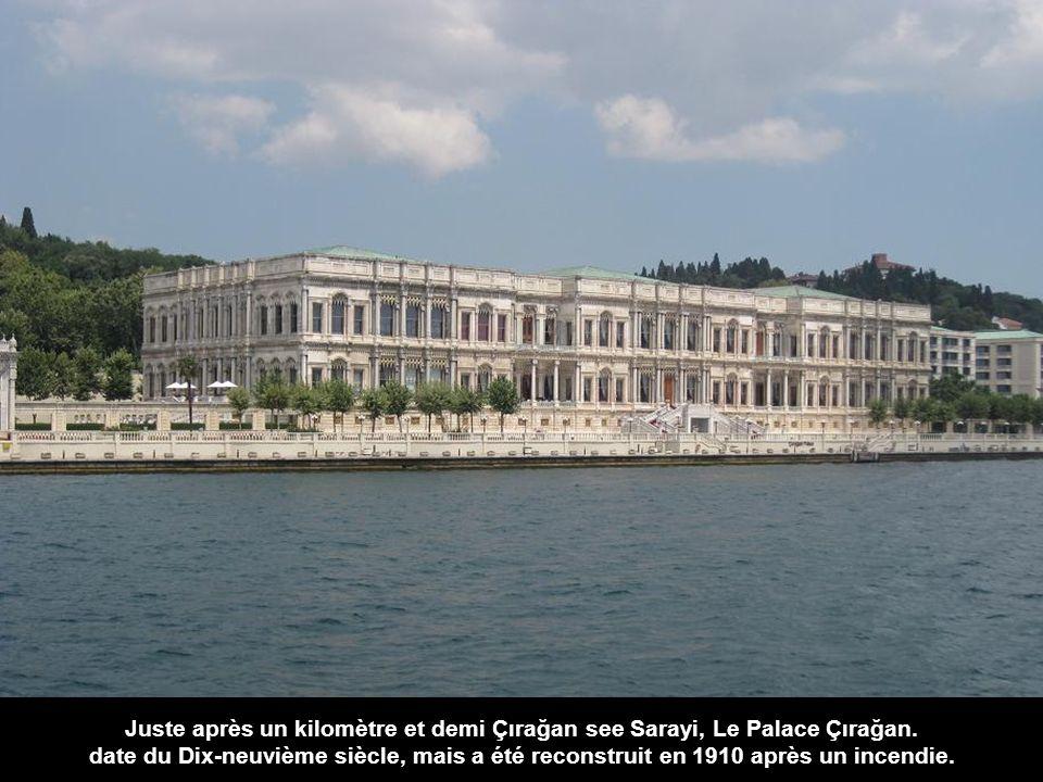 Construit au XIXe siècle, fut le premier palais de style européen, à savoir le néobaroque, et son coût a été calculé à 35 tonnes d'or.