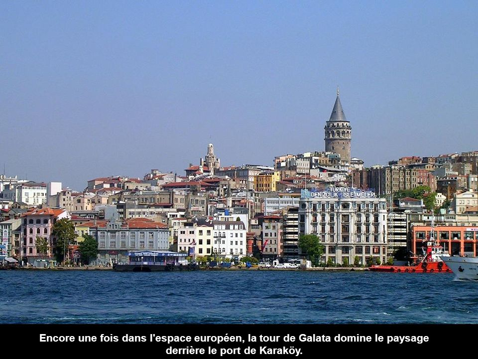 Encore une fois dans l espace européen, la tour de Galata domine le paysage derrière le port de Karaköy.
