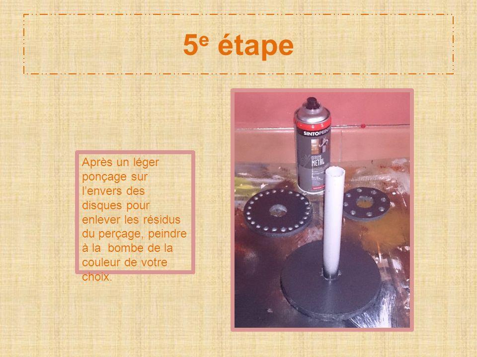 5 e étape Après un léger ponçage sur lenvers des disques pour enlever les résidus du perçage, peindre à la bombe de la couleur de votre choix.