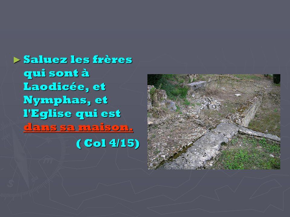 Saluez les frères qui sont à Laodicée, et Nymphas, et l Eglise qui est dans sa maison.
