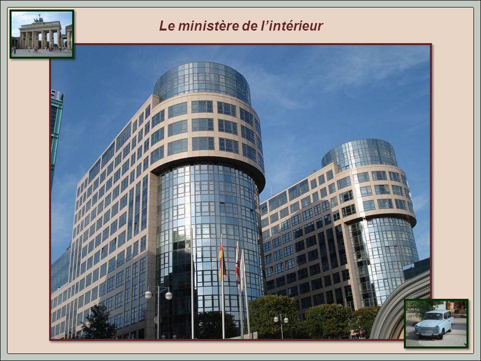 Quartier du gouvernement de la république fédérale allemande. ( la chancellerie)