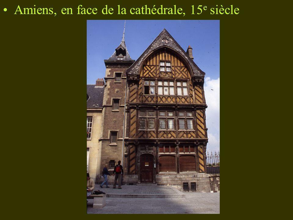 Amiens, en face de la cathédrale, 15 e siècle