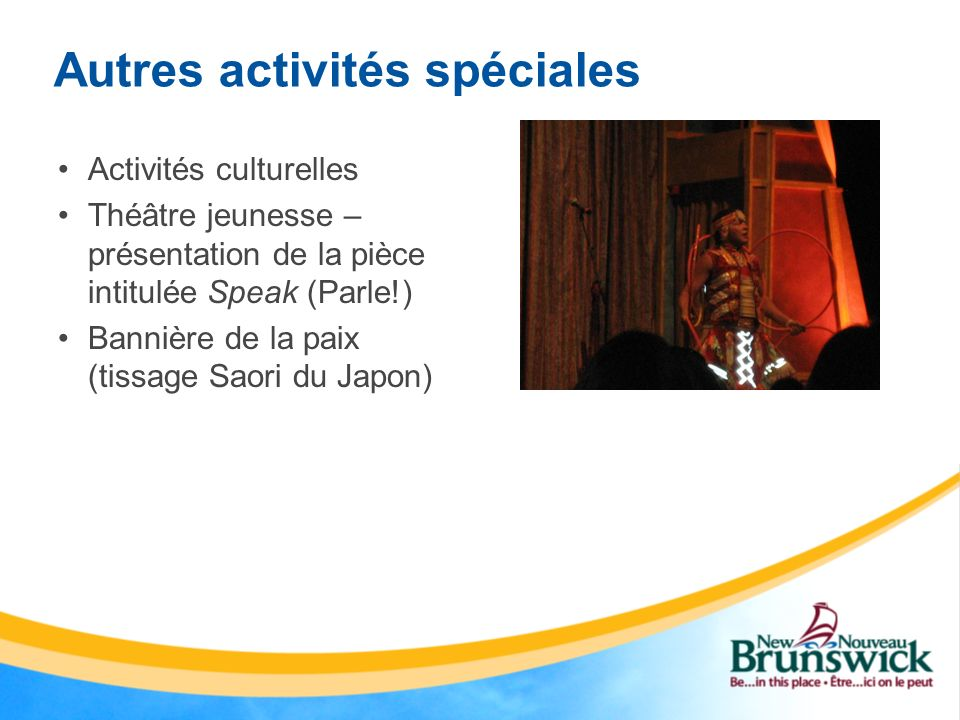 Autres activités spéciales Activités culturelles Théâtre jeunesse – présentation de la pièce intitulée Speak (Parle!) Bannière de la paix (tissage Sao