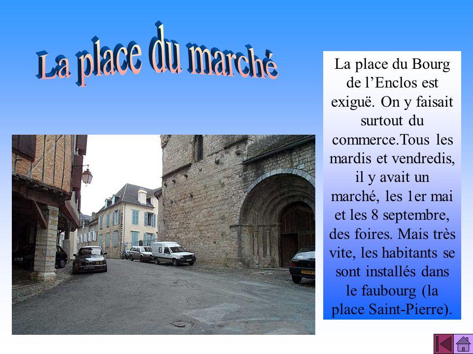 Les remparts datent du milieu XIII ème siècle, ils forment autour de la vieille ville un trapèze irrégulier. Ils servaient à protéger la ville des inv