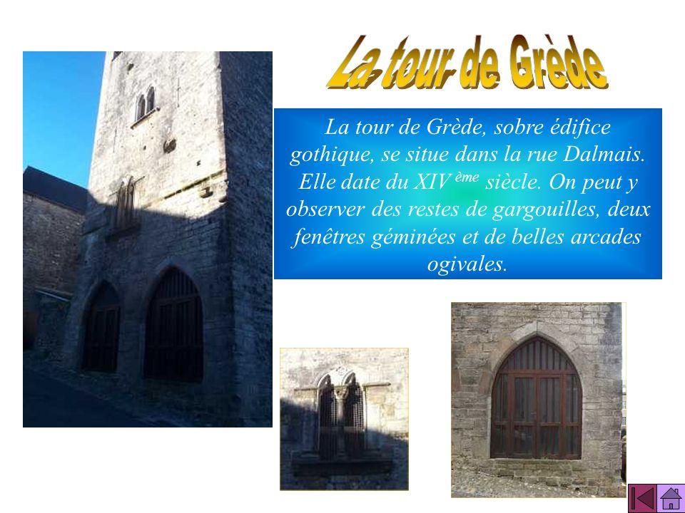 La maison dite du Sénéchal est une maison de ville, aux arcades ogivales du XV siècle. Elle abrita la halle aux grains (au rez de chaussée) et lécole