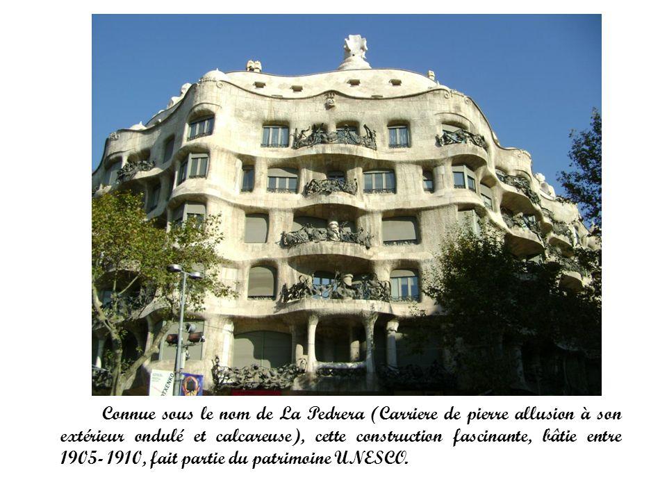 Connue sous le nom de La Pedrera (Carriere de pierre allusion à son extérieur ondulé et calcareuse), cette construction fascinante, bâtie entre 1905-