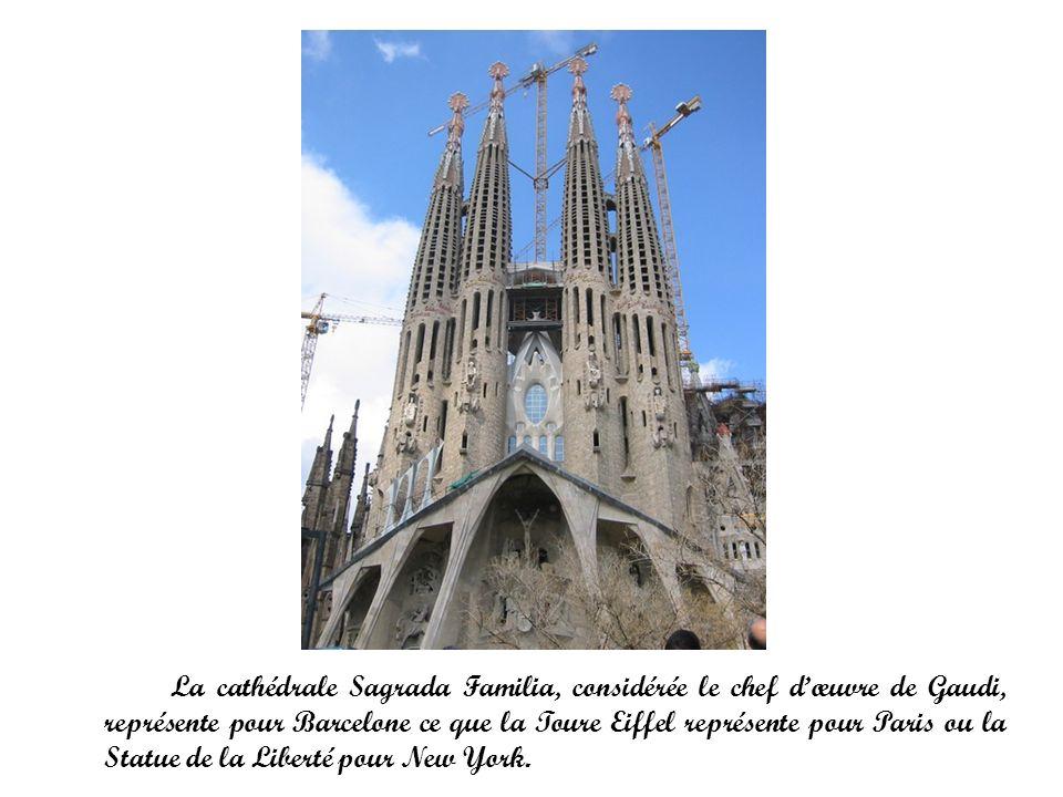 La cathédrale Sagrada Familia, considérée le chef dœuvre de Gaudi, représente pour Barcelone ce que la Toure Eiffel représente pour Paris ou la Statue