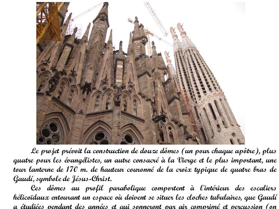 Le projet prévoit la construction de douze dômes (un pour chaque apôtre), plus quatre pour les évangélistes, un autre consacré à la Vierge et le plus