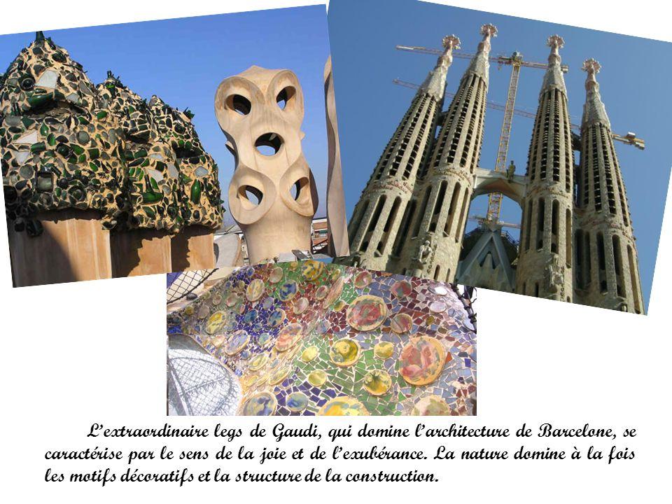 Lextraordinaire legs de Gaudi, qui domine larchitecture de Barcelone, se caractérise par le sens de la joie et de lexubérance. La nature domine à la f