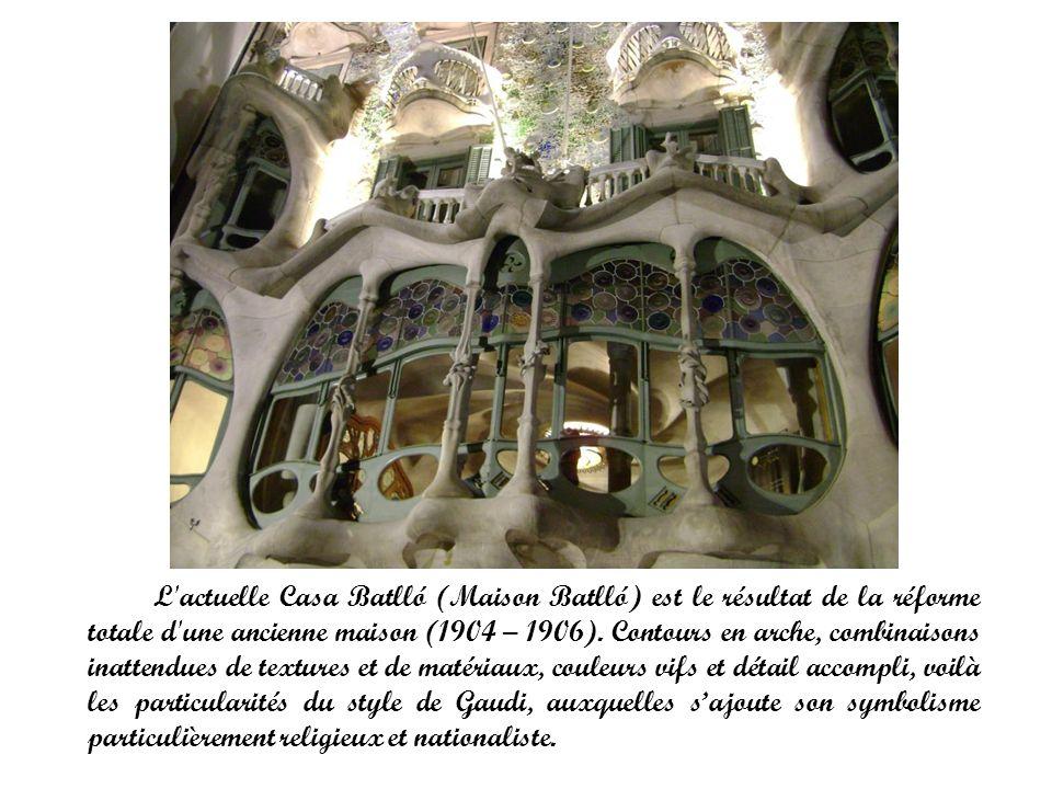 L'actuelle Casa Batlló (Maison Batlló) est le résultat de la réforme totale d'une ancienne maison (1904 – 1906). Contours en arche, combinaisons inatt