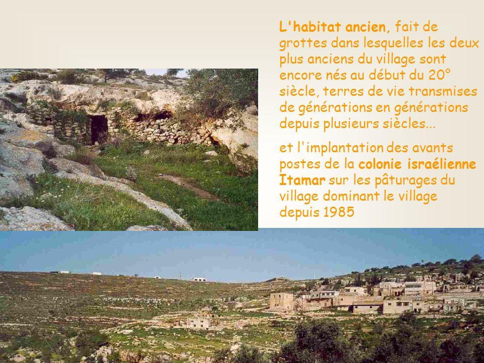 L habitat ancien, fait de grottes dans lesquelles les deux plus anciens du village sont encore nés au début du 20° siècle, terres de vie transmises de générations en générations depuis plusieurs siècles...