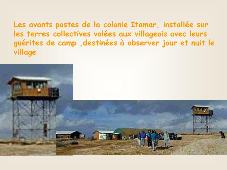 Les avants postes de la colonie Itamar, installée sur les terres collectives volées aux villageois avec leurs guérites de camp,destinées à observer jour et nuit le village