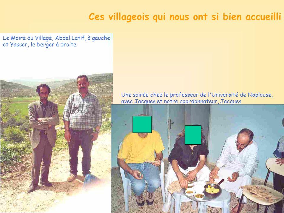 Ces villageois qui nous ont si bien accueilli Une soirée chez le professeur de l Université de Naplouse, avec Jacques et notre coordonnateur, Jacques Le Maire du Village, Abdel Latif, à gauche et Yasser, le berger à droite