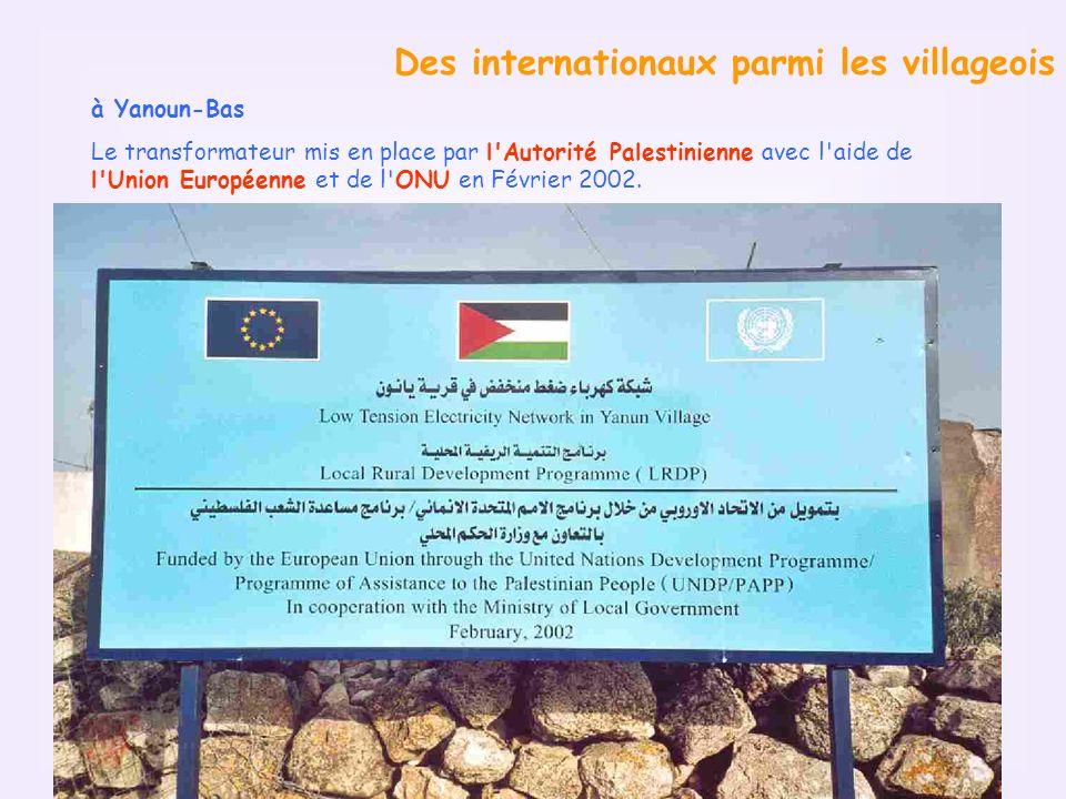 Des internationaux parmi les villageois à Yanoun-Bas Le transformateur mis en place par l Autorité Palestinienne avec l aide de l Union Européenne et de l ONU en Février 2002.