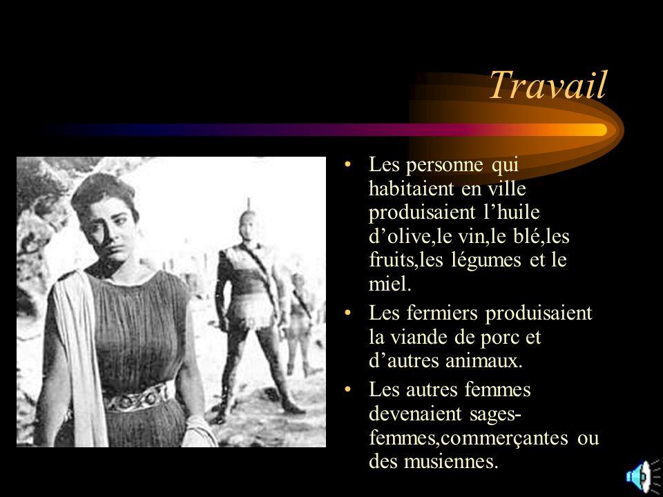 Travail Les personne qui habitaient en ville produisaient lhuile dolive,le vin,le blé,les fruits,les légumes et le miel.