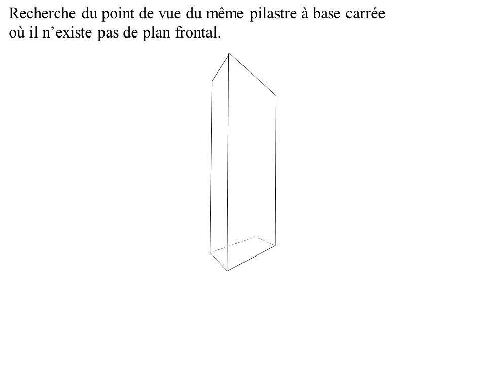 Recherche du point de vue du même pilastre à base carrée où il nexiste pas de plan frontal.