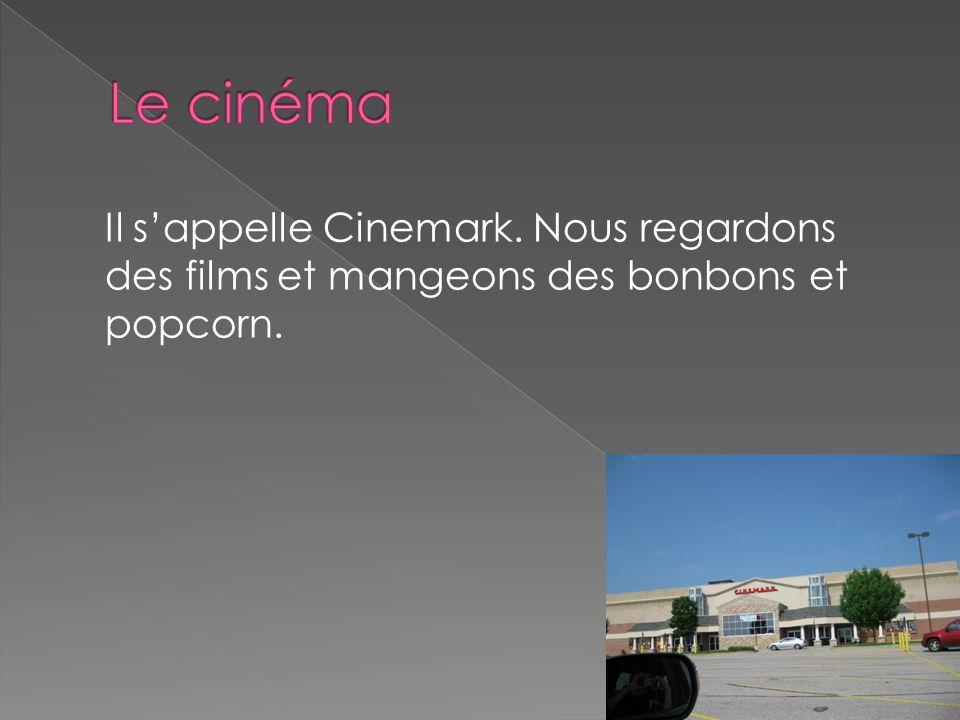 Il sappelle Cinemark. Nous regardons des films et mangeons des bonbons et popcorn.