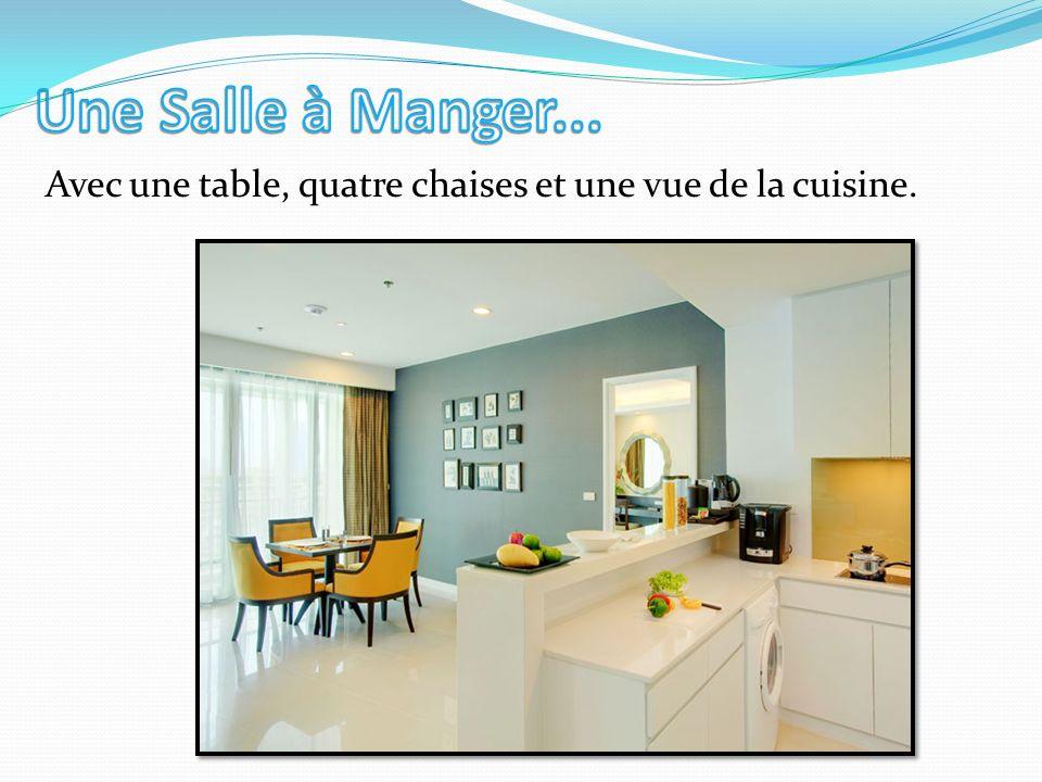 Avec une table, quatre chaises et une vue de la cuisine.