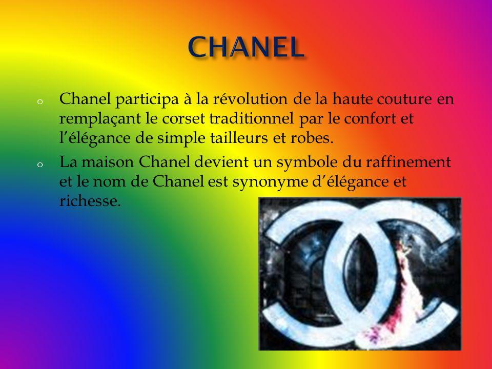 o Chanel participa à la révolution de la haute couture en remplaçant le corset traditionnel par le confort et lélégance de simple tailleurs et robes.