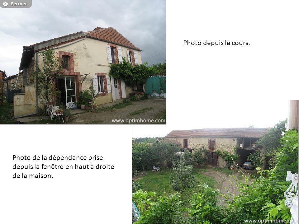 Photo depuis la cours. Photo de la dépendance prise depuis la fenêtre en haut à droite de la maison.