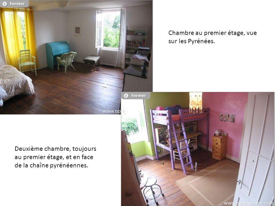 Chambre au premier étage, vue sur les Pyrénées. Deuxième chambre, toujours au premier étage, et en face de la chaîne pyrénéennes.