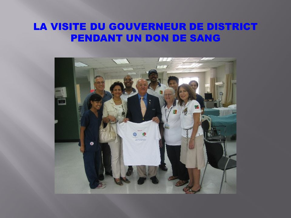 LA VISITE DU GOUVERNEUR DE DISTRICT PENDANT UN DON DE SANG