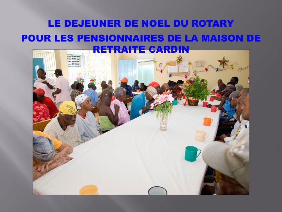 LE DEJEUNER DE NOEL DU ROTARY POUR LES PENSIONNAIRES DE LA MAISON DE RETRAITE CARDIN
