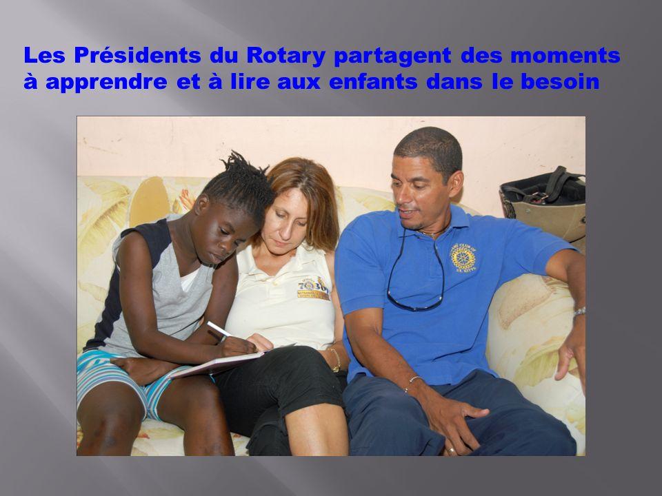 DES PANIERS DE NOURRITURE OFFERTS PAR LE ROTARY