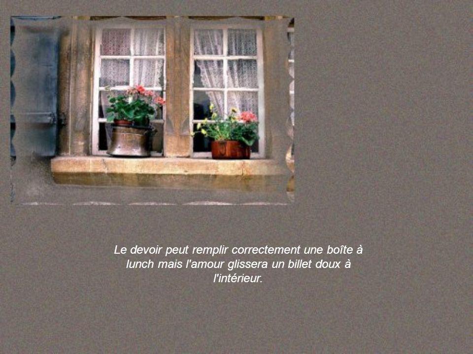 L'argent peut construire une maison charmante mais c'est l'amour qui la meuble et donne la sensation d'être chez soi.