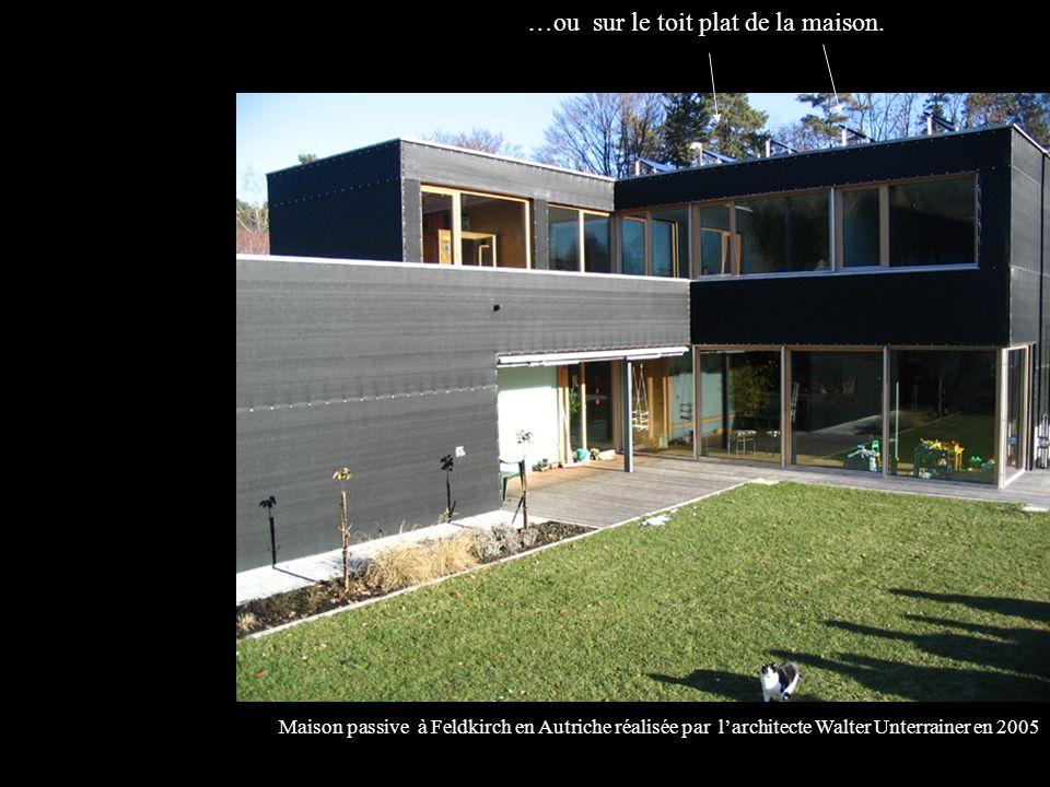 Maison passive à Feldkirch en Autriche réalisée par larchitecte Walter Unterrainer en 2005 …ou sur le toit plat de la maison.