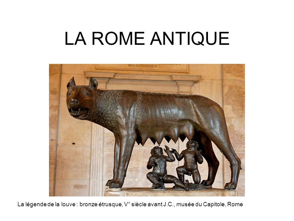 LA ROME ANTIQUE La légende de la louve : bronze étrusque, V° siècle avant J.C., musée du Capitole, Rome