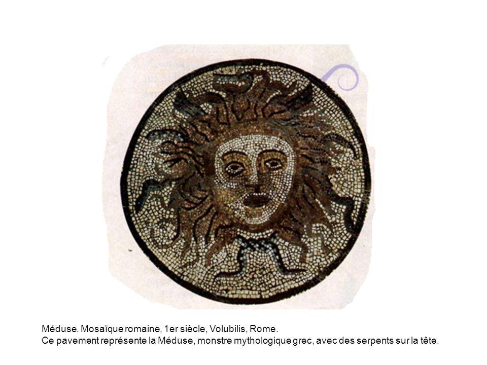 Méduse. Mosaïque romaine, 1er siècle, Volubilis, Rome. Ce pavement représente la Méduse, monstre mythologique grec, avec des serpents sur la tête.