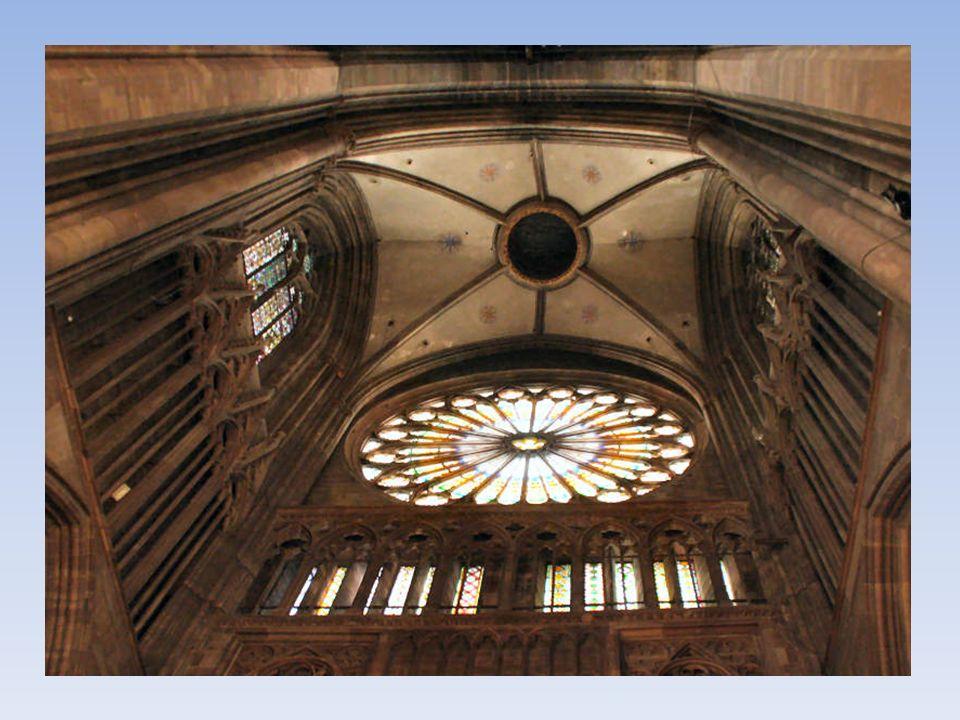 La rosace de la Cathédrale de Strasbourg vue de lextérieur.Cathédrale de Strasbourg