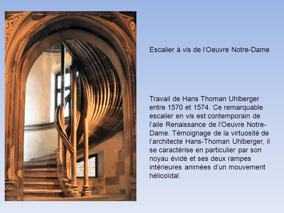 Travail de Hans Thoman Uhlberger entre 1570 et 1574. Ce remarquable escalier en vis est contemporain de laile Renaissance de lOeuvre Notre- Dame. Témo