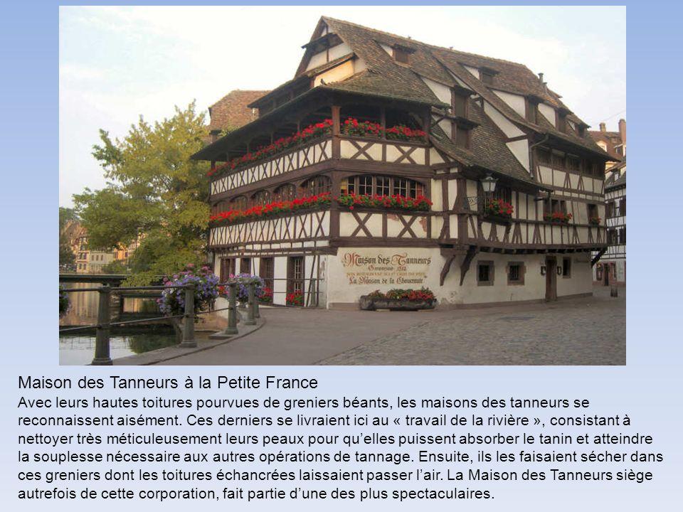 Maison des Tanneurs à la Petite France Avec leurs hautes toitures pourvues de greniers béants, les maisons des tanneurs se reconnaissent aisément. Ces