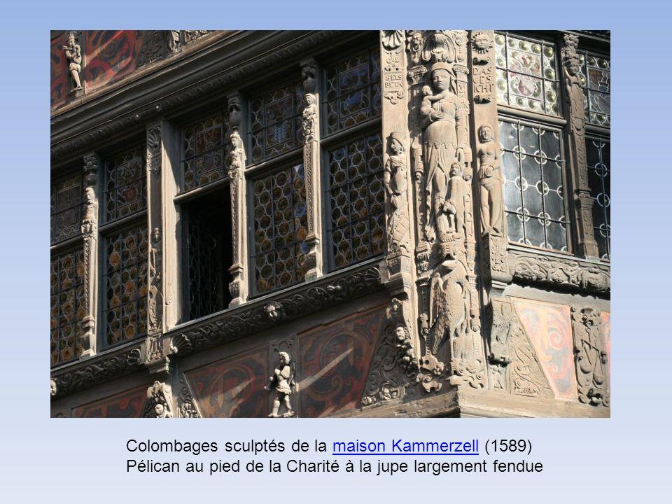 Colombages sculptés de la maison Kammerzell (1589) Pélican au pied de la Charité à la jupe largement fenduemaison Kammerzell