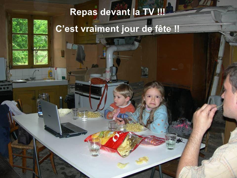 Repas devant la TV !!! Cest vraiment jour de fête !!