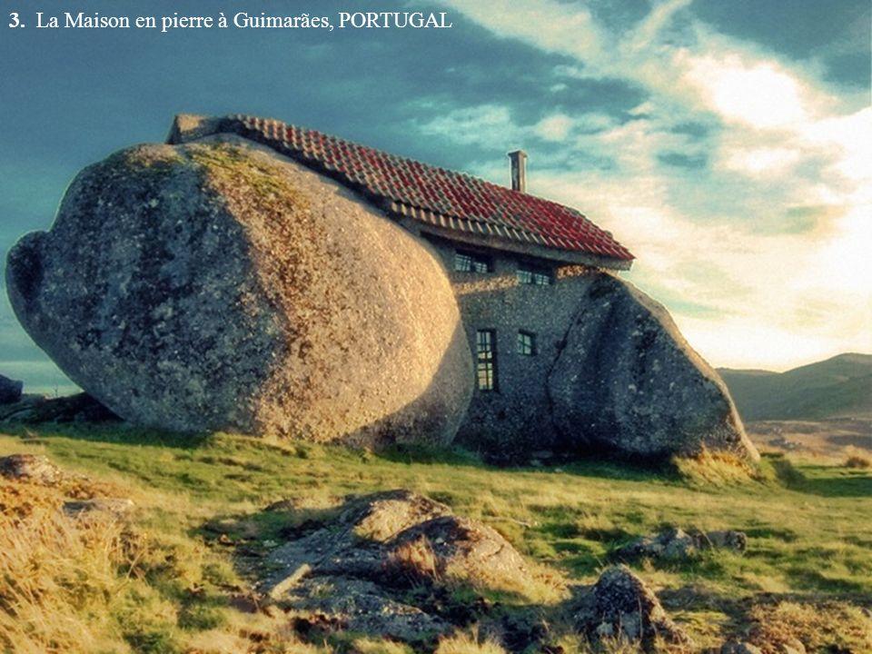 3. La Maison en pierre à Guimarães, PORTUGAL
