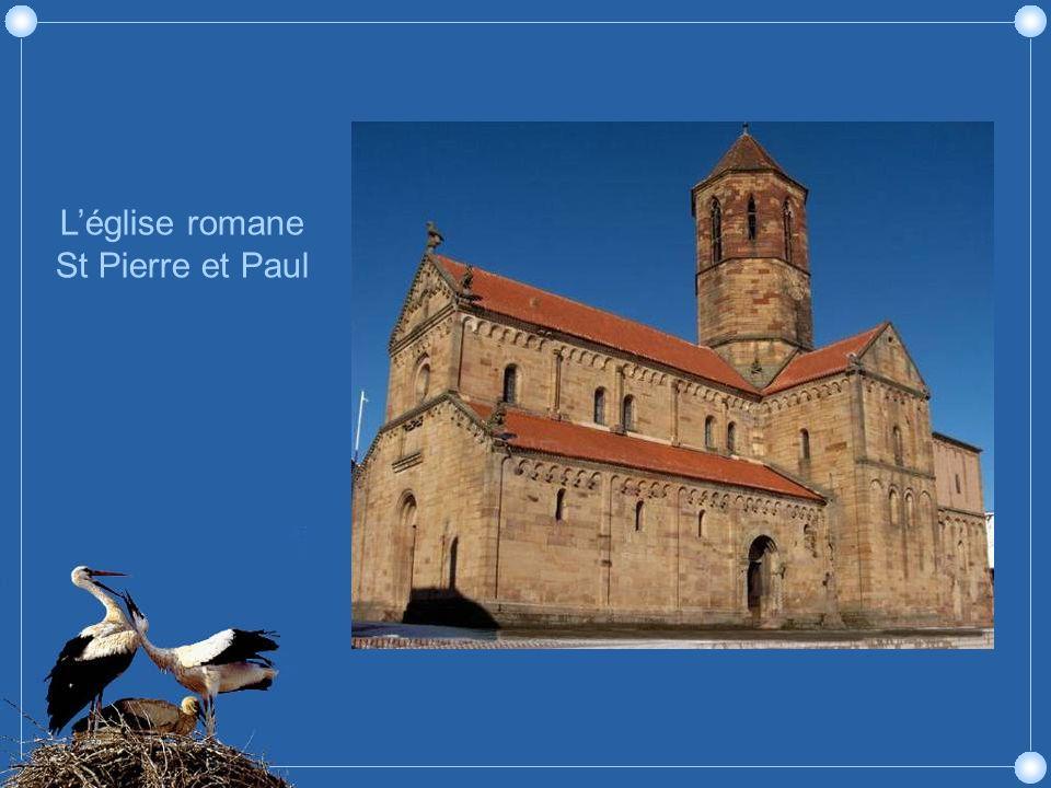 Rosheim est très réputée pour sa très belle église romane Saint Pierre et Saint Paul (12ème siecle), et pour l'une des maisons les plus anciennes d'Al