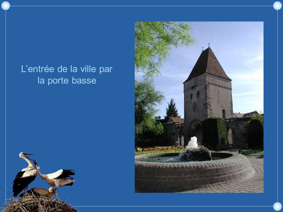 Lhôtel de ville et le puits à six seaux (1605)