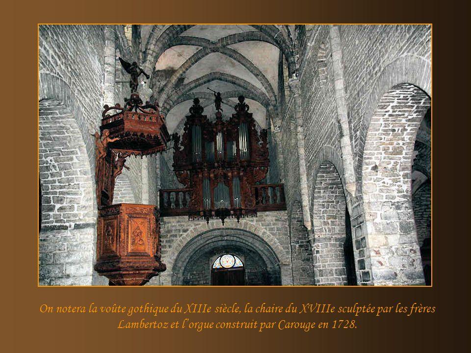 Léglise St.Just présente une nef centrale au caractère robuste, avec des travées romanes rythmées par des piliers alternativement ronds et carrés du X