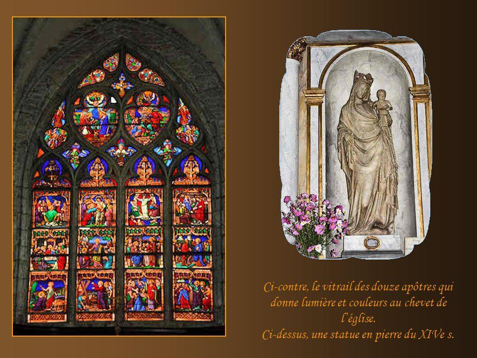 On notera la voûte gothique du XIIIe siècle, la chaire du XVIIIe sculptée par les frères Lambertoz et lorgue construit par Carouge en 1728.