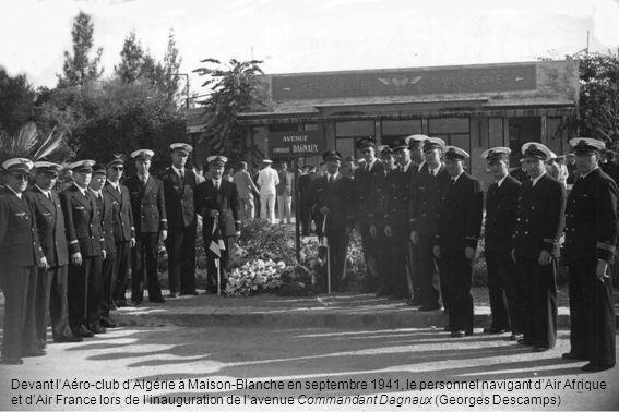 Devant lAéro-club dAlgérie à Maison-Blanche en septembre 1941, le personnel navigant dAir Afrique et dAir France lors de linauguration de lavenue Comm