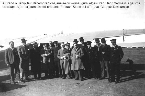 A Oran-La Sénia, le 6 décembre 1934, arrivée du vol inaugural Alger-Oran. Henri Germain (à gauche en chapeau) et les journalistes Lombarde, Faouen, St
