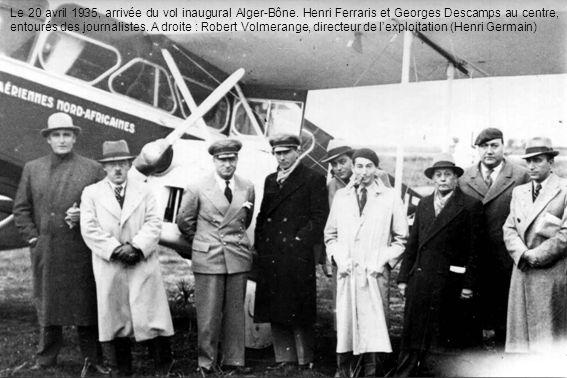 Le 20 avril 1935, arrivée du vol inaugural Alger-Bône. Henri Ferraris et Georges Descamps au centre, entourés des journalistes. A droite : Robert Volm